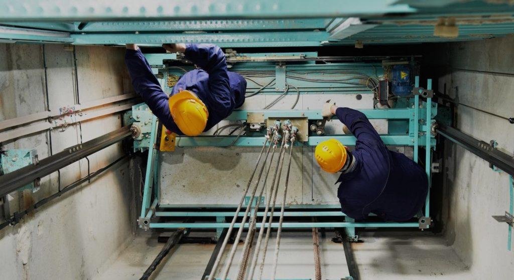 Bảo trì - bảo dưỡng thang máy là công việc cần thiết để thang máy có thể hoạt động ổn định, hạn chế tối đa hưu hỏng.